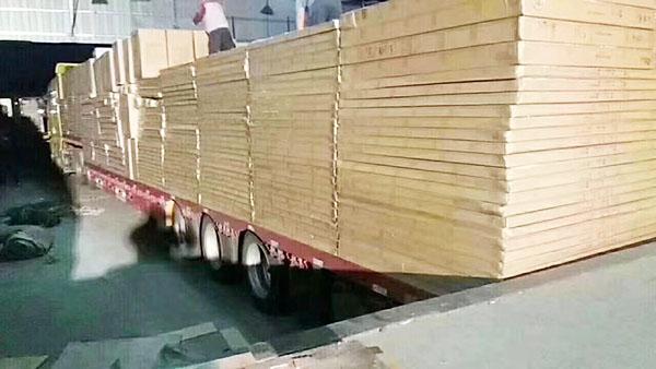 广西南宁吴圩国际机场酒店项目,第一批货正在加班装车