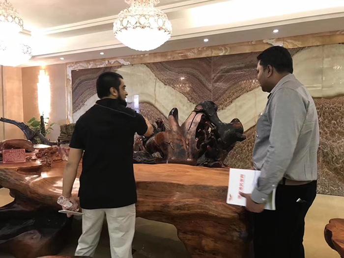 国外友人来厂考察,参观我们的酒店家具展厅
